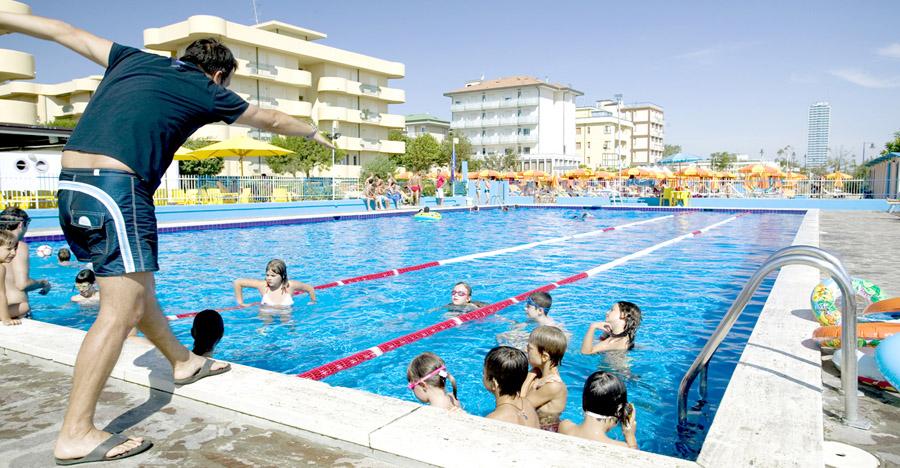 Hotel con piscina centro sportivo campo bocce pallavolo vicino mare cesenatico - Hotel cesenatico con piscina ...